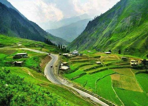 Top-10-Beautiful-Places-To-Visit-In-Pakistan-5-600x430